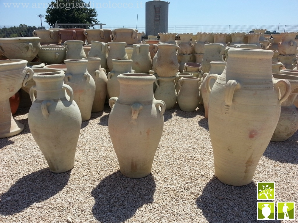 Vasi in terracotta da esterno fabulous omini con vasi di for Anfore terracotta da giardino